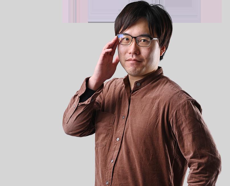 眼鏡に手を添える男性スタッフの写真